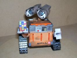 Walle-E Papercraft 3 by Neolxs