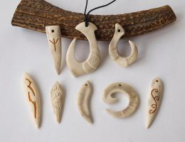 Antler pendants 6 : Maori Amulets, Fangs, Cat paw by BDSart