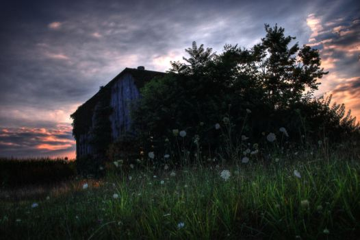 Abandoned Barn by little-spacey