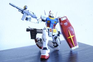 RX-78-2 Gundam by TheQuestionMarksKiss