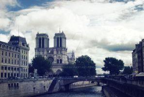 Notre Dame by fenderess