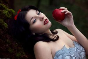Snow White by MariannaMelhem