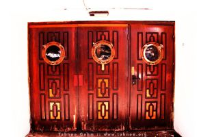 3 Red Doors by e-tahn