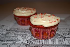 Red Velvet Cupcakes by Lily-Gangsta