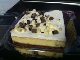 Marble Cake with Chocolate and Vanilla Frosting by LuffyNoTomo