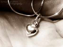His heart in her  hands... by deyuta