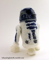 R2D2 by leftandrightdolls