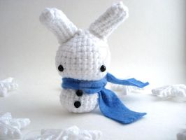 Snow Bun with a Blue Scarf by MoonYen