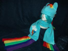 Rainbow Dash fleece hat and scarf by RegulusBlack