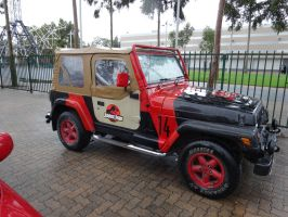 Oz Comic-Con Adelaide 2015: Jurassic Park Jeep by lizardman22