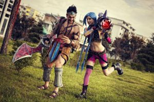 Draven and Jinx Cosplay - League of Legends ADC by LeonChiroCosplayArt