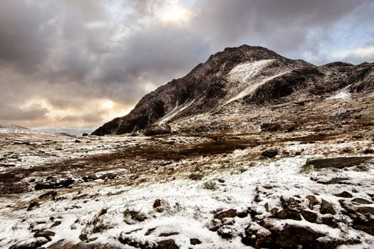 Tryfan in the snow by CharmingPhotography