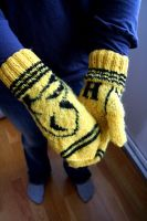 Hufflepuff mitts by skabbvinge