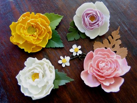 floral pins by Meeellla