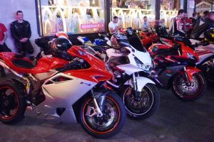 Motorcycles, Leicester Square by ggeudraco
