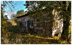 Abandoned House HDR by EWCoyote