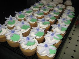 Moonflower Cupcakes by Kahlan4