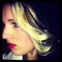 Hair - Blonde Curl and Red Lipstick by xxxKats-chancexxx