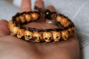 Leather Skull Bracelet by clroavieg