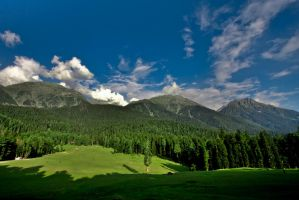 Kashmir Valley by esbenlp