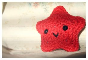 little red star amigurumi by theyarnbunny