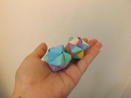 8 unit sonobe kusudama by lovechairmanmeow