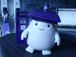 TARDIS hat for the Adipose by mezzotessitura