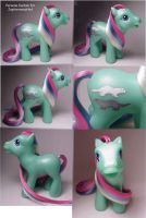 Jupi's persona custom pony by Woosie