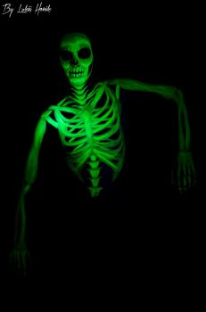 Skeleton (UV bodypainting) by EliskaDvorakova