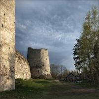 House at the walls of the old fortress by NikolaiMalykh