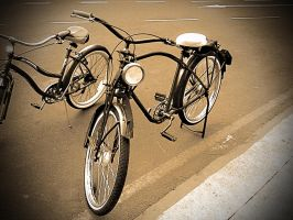 Old bicycle by maxjdgt