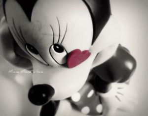 http://th06.deviantart.com/fs38/300W/i/2008/315/e/d/Minnie_Mouse_in_love_by_lala_lolllipop3.jpg