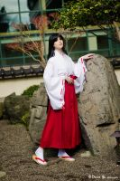 Miko by daydreamernessa