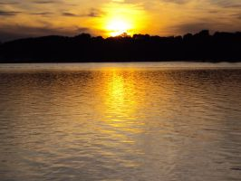 Sun-tinted Waters by highlyimprobable