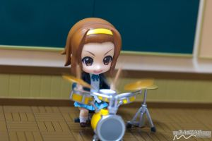 Ritsu be smashin 'em drums by nutcase23