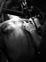 Inking my back by Iantoy