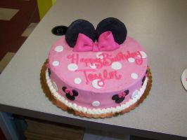Pink Minnie Mouse Cake by perpetuousdreemr