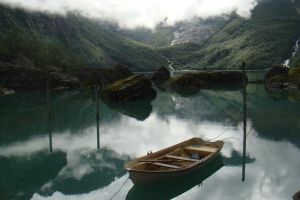 Lake in Norway by calicocat123