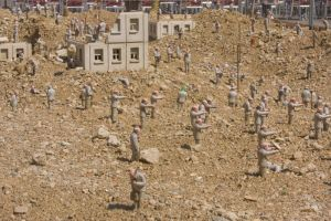 Installation d'Isaac Cordal 04 by Jules171