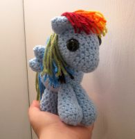 My Little Pony - Baby Rainbow Dash by kaerfel
