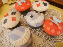 Alice In Wonderland Cupcakes by kjtgp1