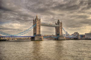 London Bridge by klinone