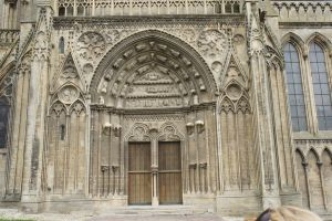 Second entrance of the cathedral of Bayeux by longlivelol