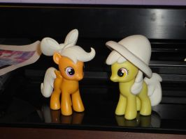 Scootaloo and Apple Bloom finished sculpts by OtakuSquirrel