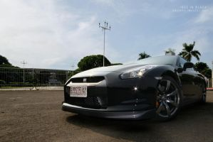 R35 in black by andiarsi