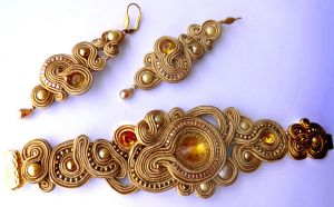soutache handmade set of earrings and bracelet by caricatalia