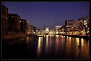 A night in Hamburg by Real-Nela