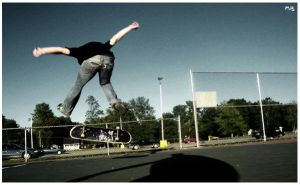 heelflip at the courts by tyszKo
