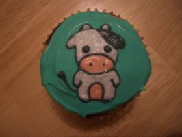 Cow Cupcake by iliketodoodle