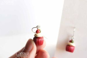 Realistic miniature scale red velvet cupcake by LaNostalgie05